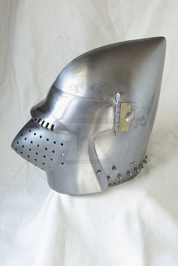 Przyłbica z zasłoną typu psi pysk wzorowana na hełmie CH16 z Churburga/Visored bascinet based on helmet CH16 from Churburg